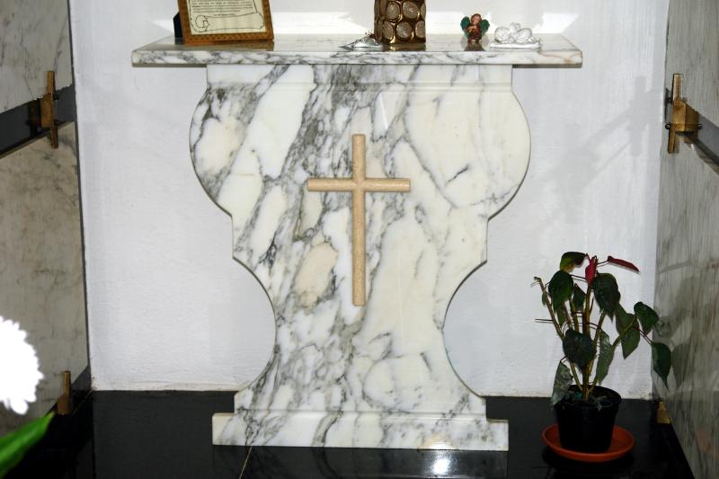 altare_marmo_calacatta_sagomato