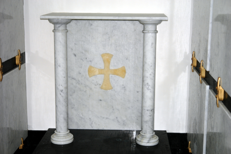 altare_marmo_carrara_con_colonne